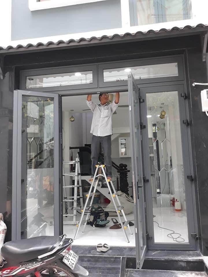 Lắp Cửa Sua Khi Sửa Chữa Nhà Xong